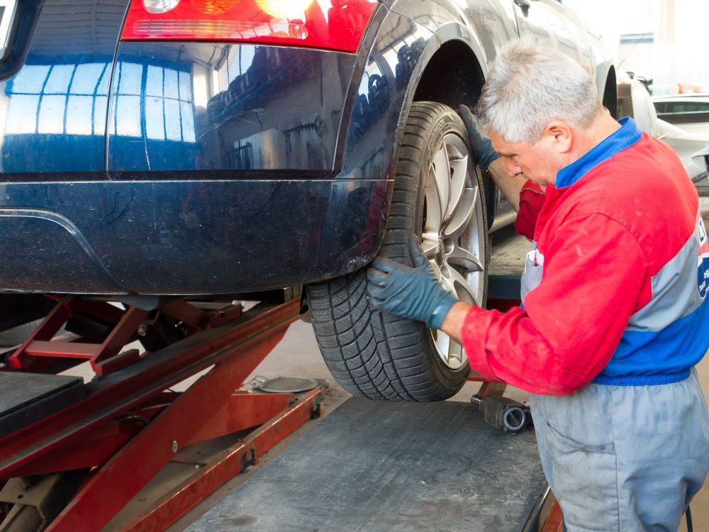 auto-repair-984946_1920